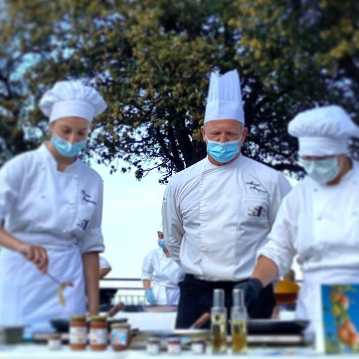Studenti e chef in piazza