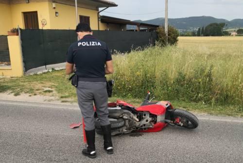 Treia, scontro tra auto e scooter. Ferita una 17enne