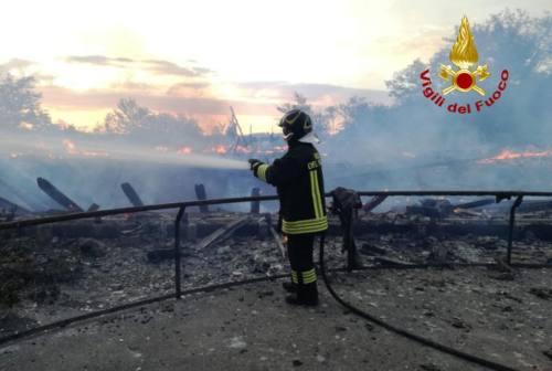 Santa Vittoria in Matenano, a fuoco struttura in legno comunale