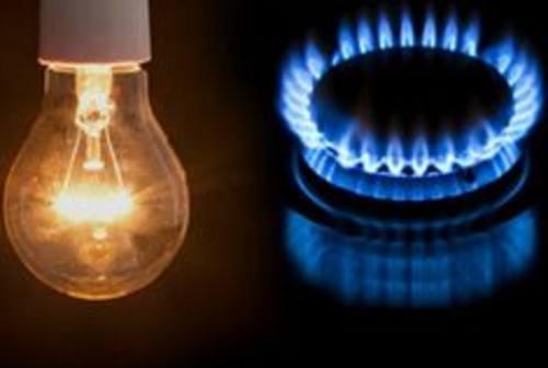 Gas e luce, le associazioni consumatori: «Occhio a chi telefona spacciandosi per noi»