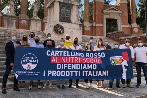 Macerata, sit-in di Fratelli d'Italia a difesa del Made in Italy. «Assurdo penalizzare le eccellenze»