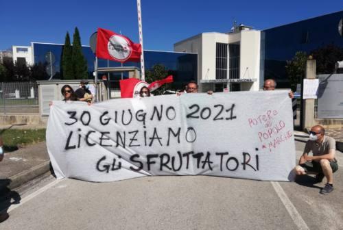 Ad Ancona il presidio di Potere al Popolo 'Licenziamo gli sfruttatori'