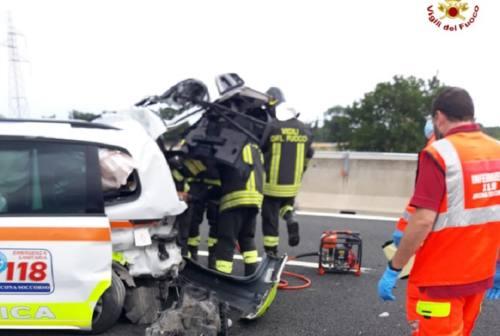 Incidente in A14, furgone investe automedica ferma per un soccorso tra Ancona sud e Loreto