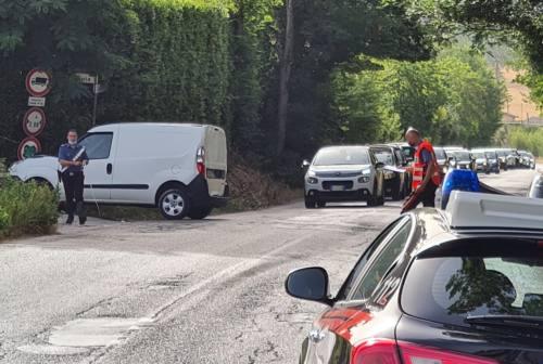 Osimo, incidente all'imbocco della Sbrozzola: ferite due persone, viabilità in tilt