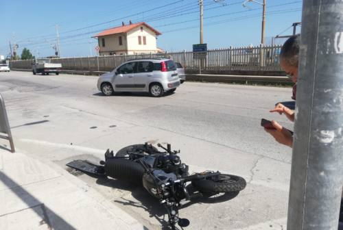 Falconara, auto contro moto: giovane centaura portata all'ospedale di Torrette