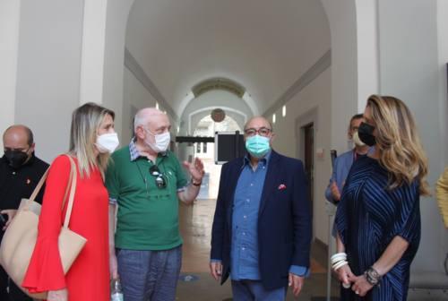 Macerata, visita dello scenografo premio Oscar Dante Ferretti: «Sembra che vogliano fare un museo sulla mia carriera»