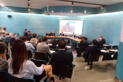 Istituti di credito dimezzati in dieci anni: Banca del Piceno e Politecnica Marche studiano il rilancio del territorio