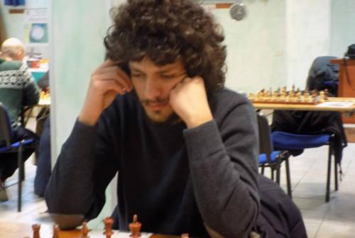 A Pioraco a lezioni e partite libere di scacchi gratis nel chiostro