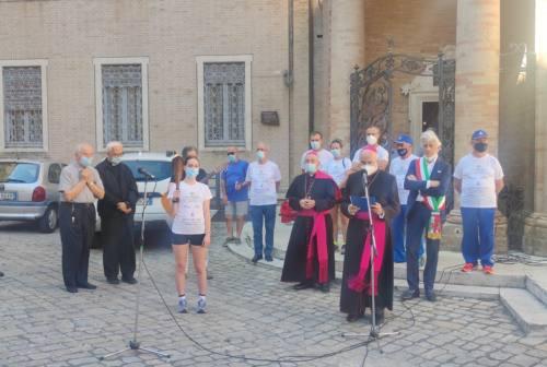 Pellegrinaggio Macerata-Loreto, il Papa ai pellegrini: «Camminate con gli altri e pregate per me»