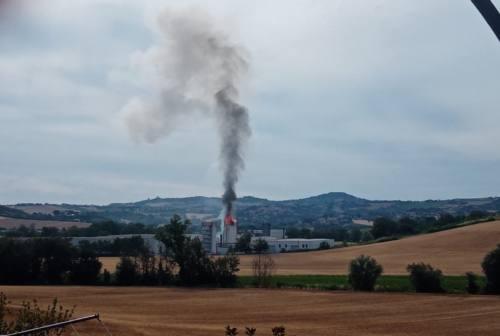 Paura a Polverigi: silos esplode e prende fuoco