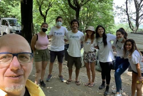 Offagna, volontari e giovani ripuliscono i parchi del borgo