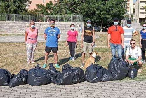 Osimo, i ragazzi della Stazione ripuliscono il quartiere