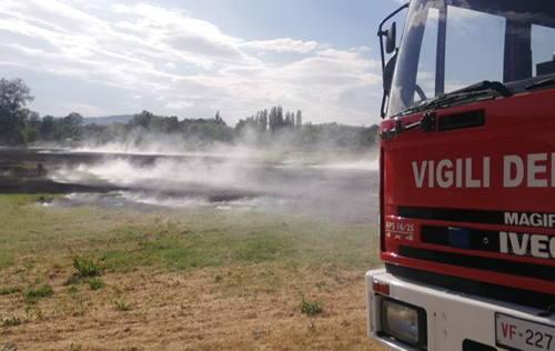 Due incendi in contemporanea: bruciano sterpaglie a Serra San Quirico e Castelbellino