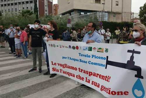 """Ascoli, associazioni e comitati protestano contro Ciip spa: """"No alla privatizzazione dell'acqua"""""""