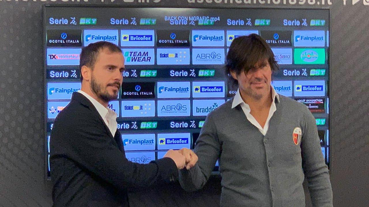 L'allenatore dei bianconeri Andrea Sottil e il direttore sportivo Ciro Polito
