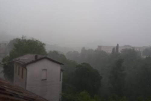 Ascoli, violento temporale improvviso sulla città