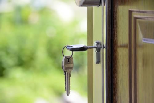 Due famiglie truffate da finti annunci di case in affitto a Senigallia