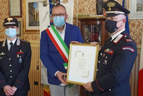 Montemarciano premia il carabiniere Alessandro Marzano per il coraggio dimostrato – VIDEO