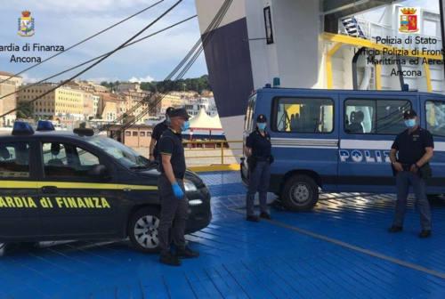 Porto di Ancona, 5 clandestini in un tir proveniente dall'Albania