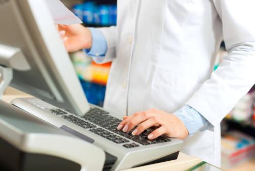 Vaccini in farmacia, prime dosi in consegna nelle Marche e frenata delle prenotazioni