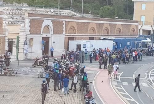 «Più sicurezza», lavoratori Fincantieri in sciopero al porto di Ancona