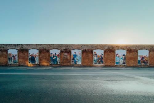 Pesaro, il murale per ricordare le vittime del Covid-19 e chi ha protetto la comunità