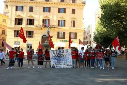 """""""Futuro in lockdown"""", studenti universitari in presidio ad Ancona: «Più risorse per l'università dal Pnrr»"""