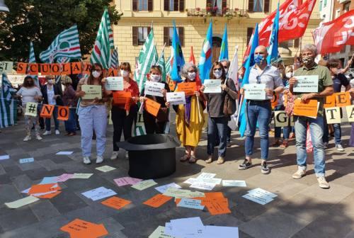 No al precariato nella scuola, flash mob ad Ancona