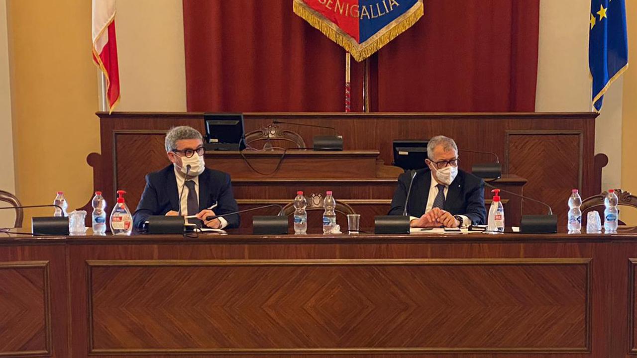 A Senigallia Il vertice sulla sicurezza durante gli eventi estivi: a sinistra il sindaco Massimo Olivetti e a destra il prefetto di Ancona Darco Pellos