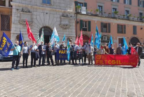 Trasporto pubblico locale in sciopero: manifestazione davanti alla Prefettura di Ancona. Denunciata un'aggressione al giorno