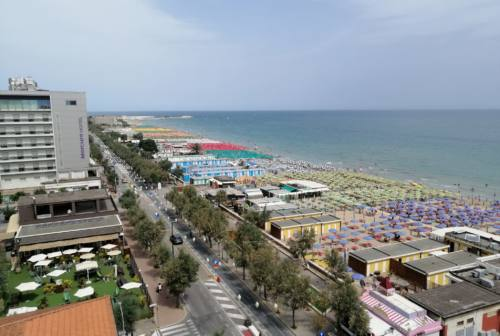 Pesaro, l'ottimismo in spiaggia per un'estate di rilancio
