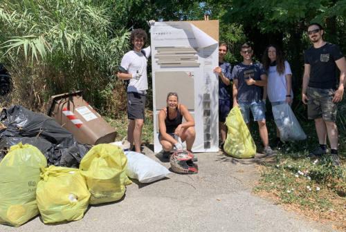 Senigallia, incivili defecano vicino ai sacchi di rifiuti raccolti dai volontari