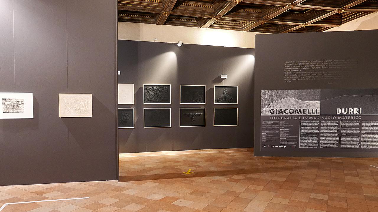 """Aperta a Senigallia la mostra """"Giacomelli / Burri. Fotografia e immaginario materico"""""""