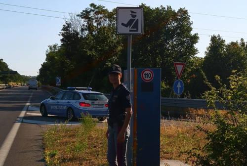 Pesaro, contrasto all'alta velocità e alla guida in stato di ebbrezza: ben 337 multe e 5 patenti ritirate dalla Polizia