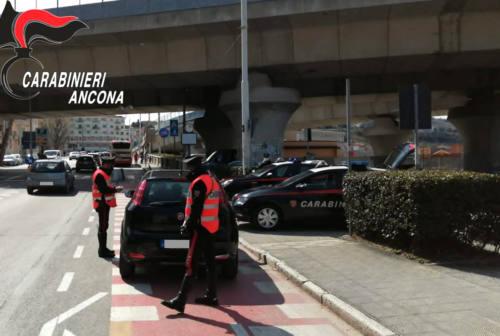 Ancona: sbronze da record al volante, ritirate due patenti