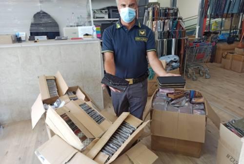 Civitanova, sequestrate 500 borse e portafogli senza etichettatura. Nei guai un negoziante