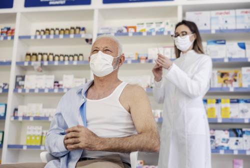 Vaccini, nelle Marche impennata di prenotazioni in farmacia e negli ambulatori medici