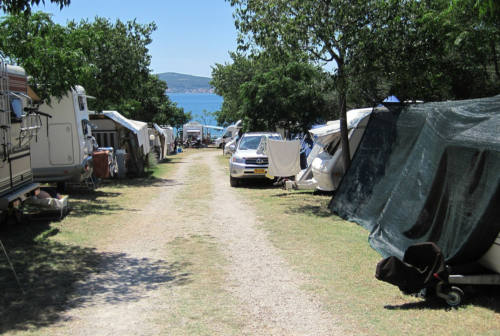 Camping e campeggi nelle Marche: dove andare, come scegliere il posto giusto per la tua vacanza