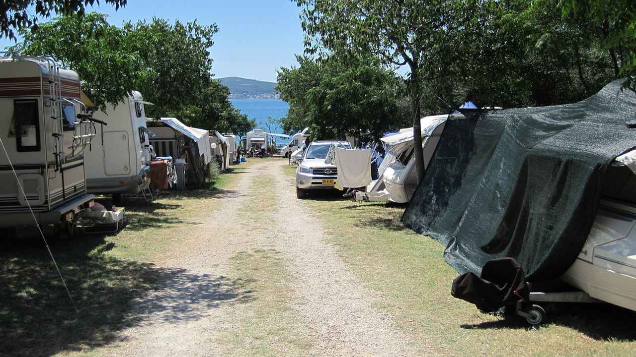 Camping e campeggi, vacanze al mare, en plein air