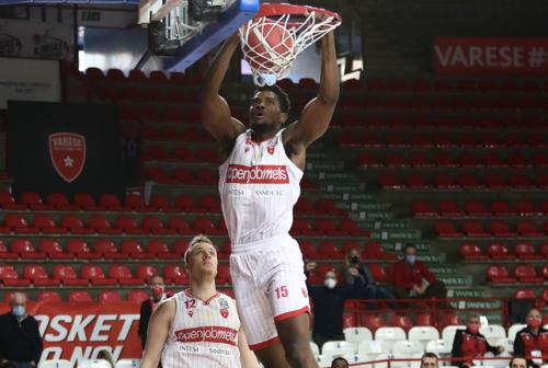 Basket VL Pesaro, sfumato Wojciechowski. Piace Egbunu