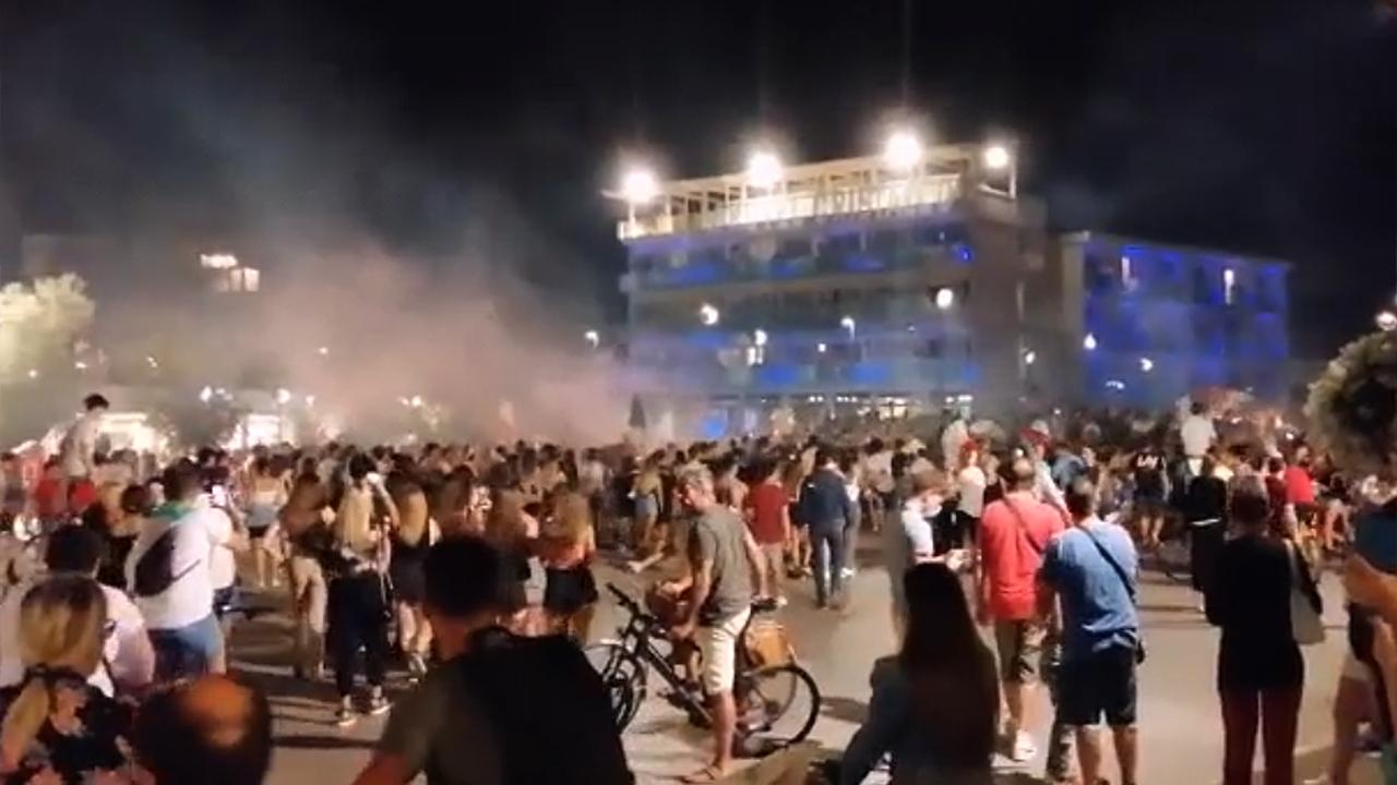 Migliaia di persone in piazza della Libertà a Senigallia per festeggiare la vittoria agli europei