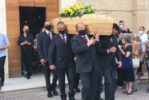 «Luca, prodigio, esempio di fede e di pazienza»: commozione al funerale di Bernardi