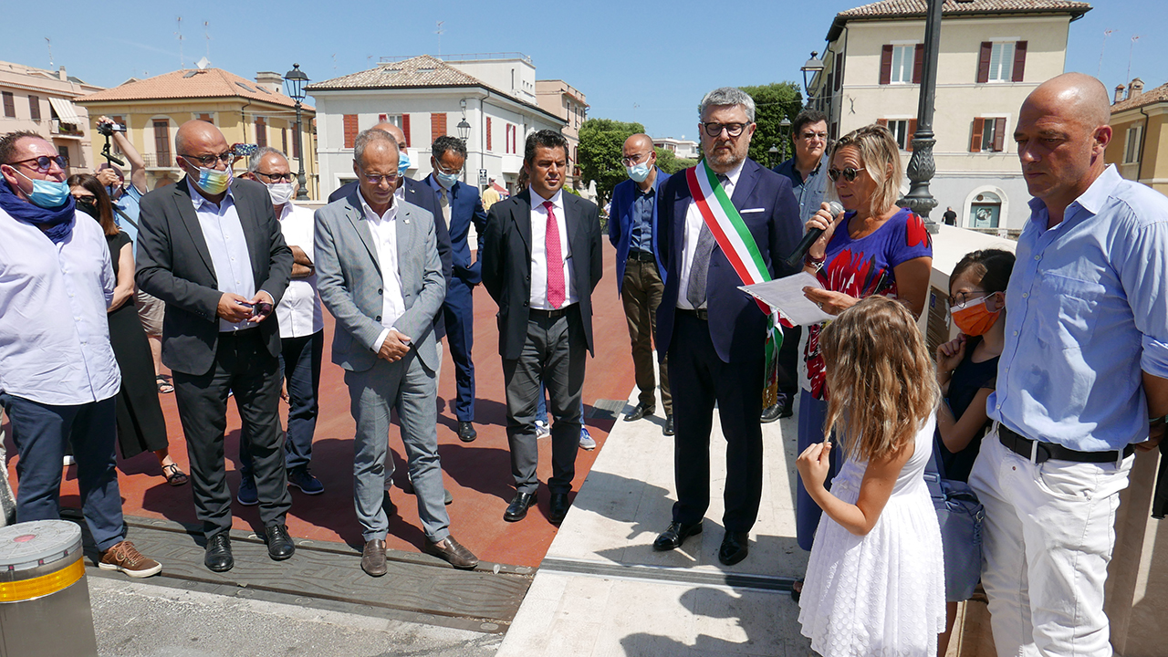 Inaugurato il nuovo ponte Angeli dell'8 dicembre 2018, a Senigallia, intitolato alle vittime della Lanterna Azzurra