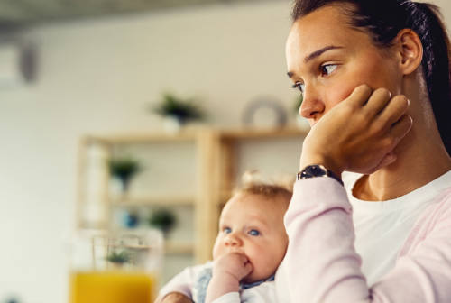 Donne pentite della maternità, il tabù più inconfessabile
