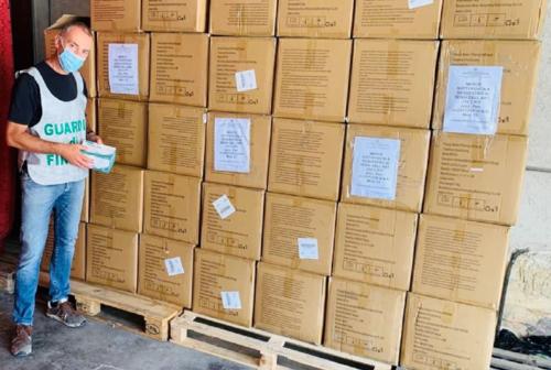 Guardia di Finanza, sequestrate oltre 35 mila mascherine con falso marchio fra Tolentino e Civitanova