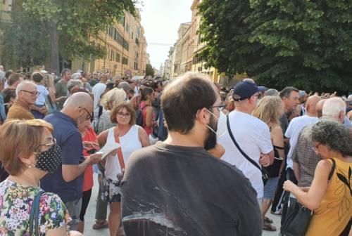 Green pass, manifestazioni no-vax e free-vax ad Ancona
