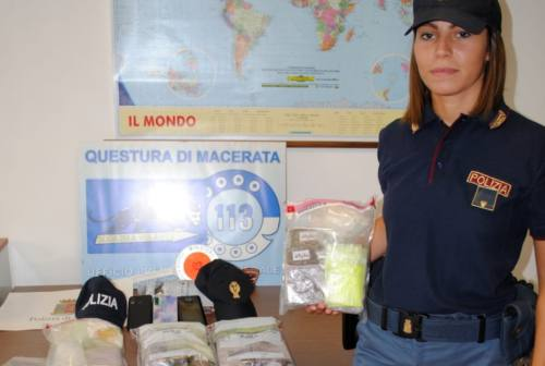 Morrovalle: fuggono in auto con 3 chili di hashish, in manette due pusher marocchini