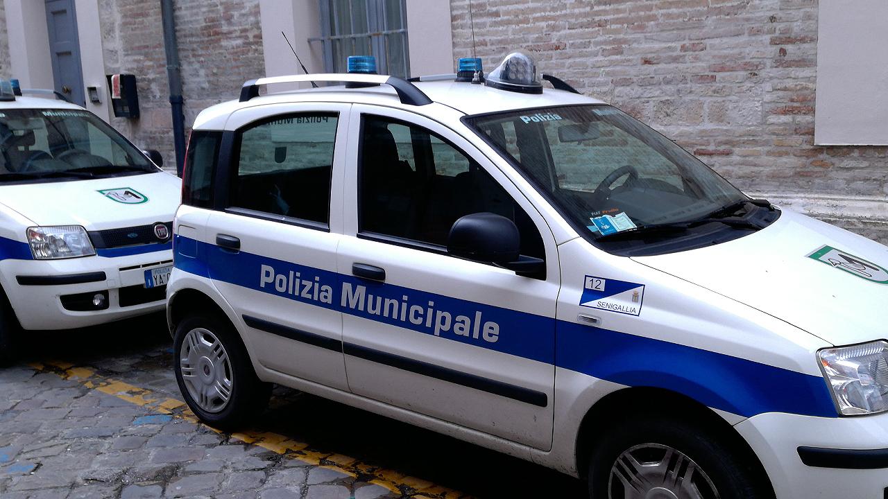 Pattuglia, polizia municipale, Polizia locale, Senigallia, controlli