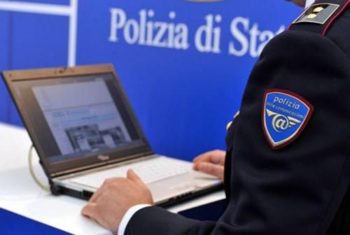 Foto intime e finte poliziotte da fiction: individuate due truffatrici dalla Postale di Ancona