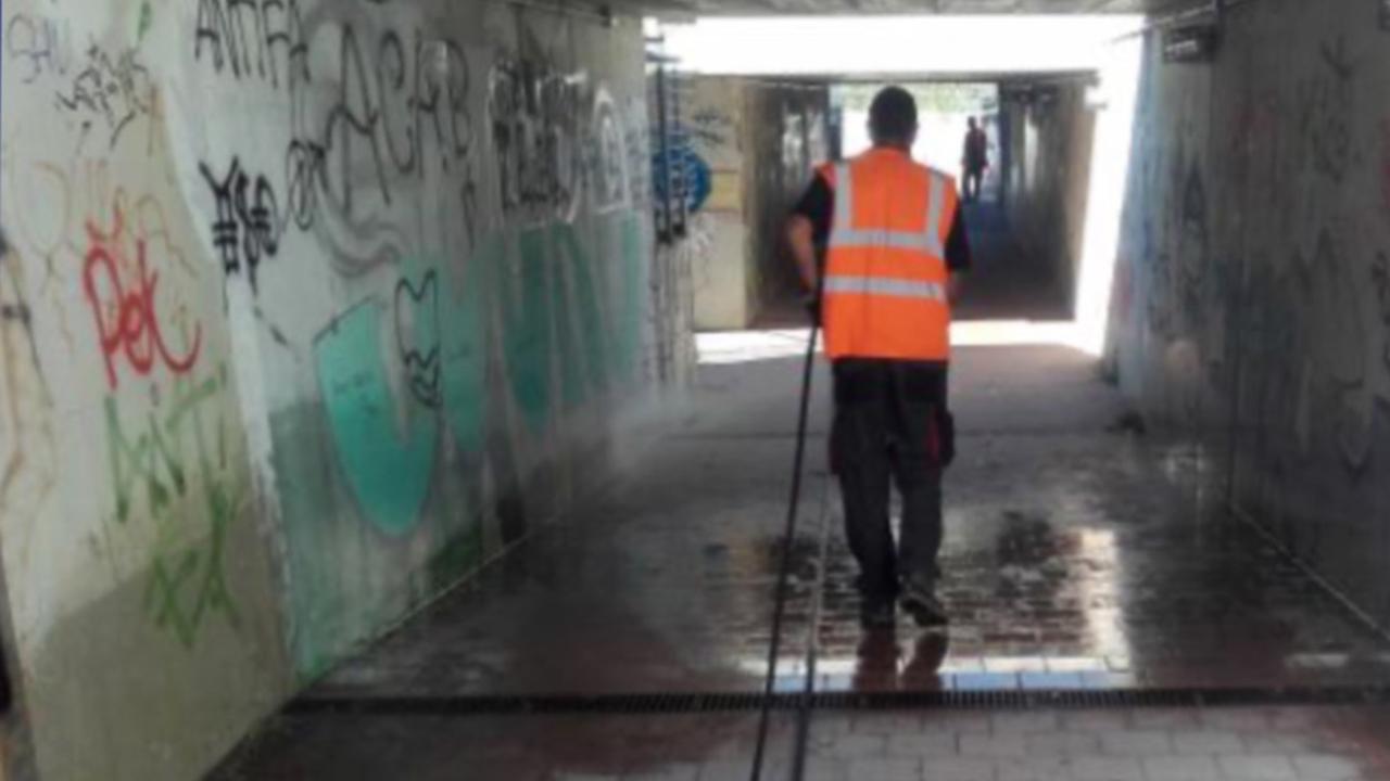 La pulizia dei sottopassi nel territorio comunale di Senigallia per un maggiore decoro e igiene